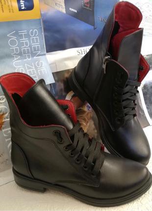 Pepe! Женские черные кожаные полу ботинки на низком ходу со змейк