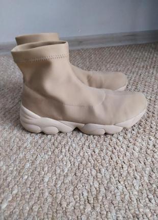 Бежевые кроссовки-носочки 37 р, высокие кросовки на толстой по...