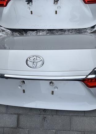 Крышка багажника дверь задняя Toyota Corolla Тойота Королла 2017