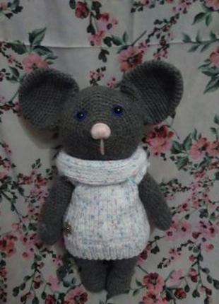 Мышка в свитере