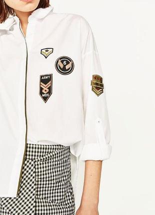 Рубашка с патчами zara