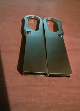 Флешка 32/64 ГБ с карабином