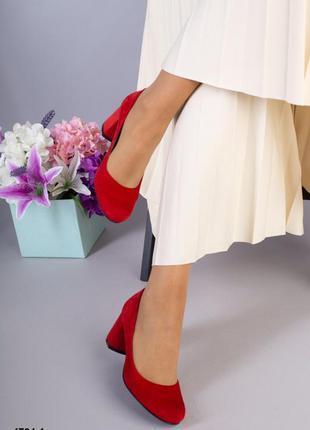 Красные замшевые туфли на низком каблуке,красные туфли из нату...