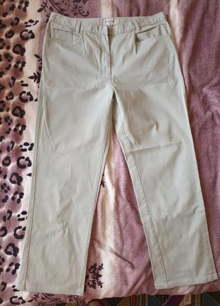 Женские брюки джинсы светло-фисташкового цвета 52 р.