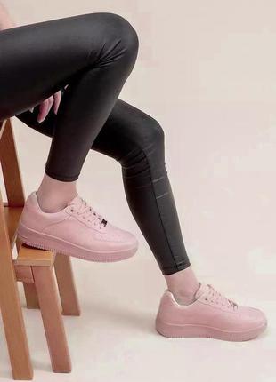 Розовые кроссовки air
