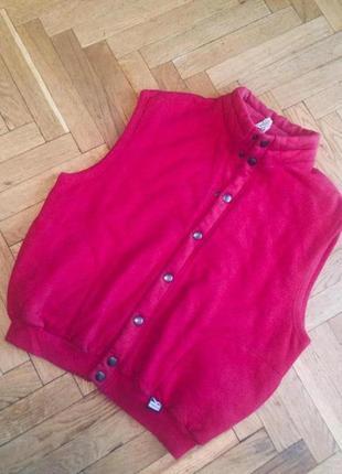 Красная стеганная жилетка на тонком утеплителе,коттон,trigema