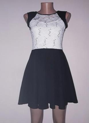 Черно белое платье с кружевным верхом расшитым паетками