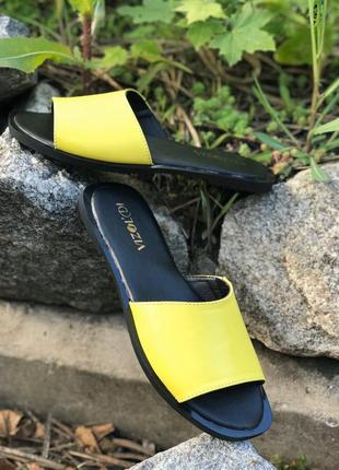 Желтые кожаные шлепанцы на квадратной подошве 2020