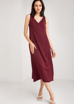 Модное  платье миди в бельевом стиле с открытой спинкой бордо ...
