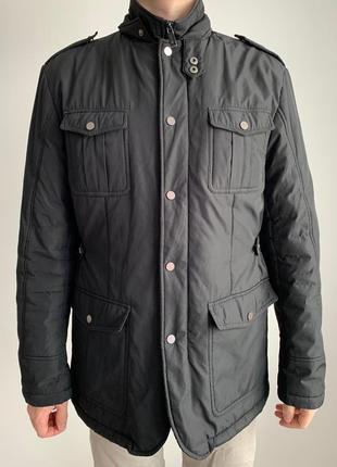 Куртка чоловіча чорна.