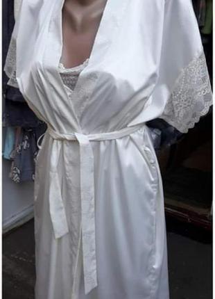 Комплект атласный с кружевом пеньюар и халат с короткими рукав...