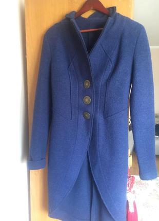 Пальто-фрак из натуральной шерсти.