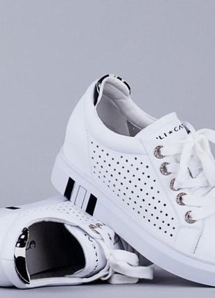 Белые кожаные  летние кеды-сникерсы с перфорацией