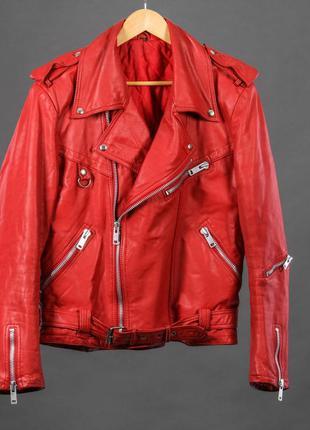 Винтажная красная кожаная куртка косуха большого размера.