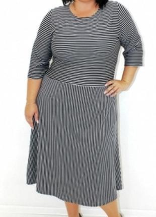 Новое трикотажное платье размер 54 р полоска черное с белым