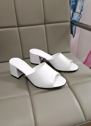 Босоножки на удобном каблуке кожа