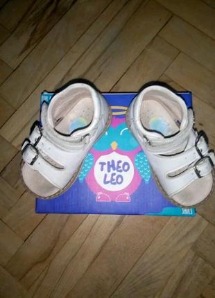 Босоножки для девочки Фирма Theo Leo