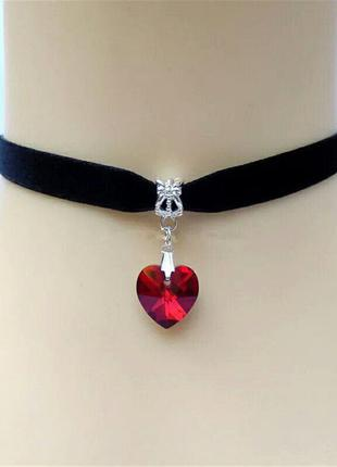 Черный бархатный чокер с алым красным сердцем