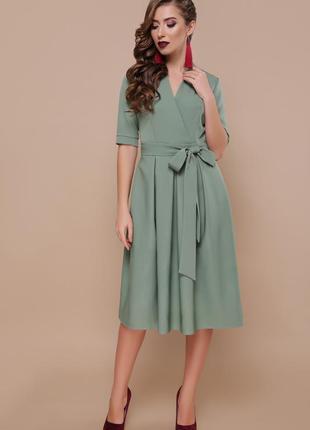 Женственное платье длины миди