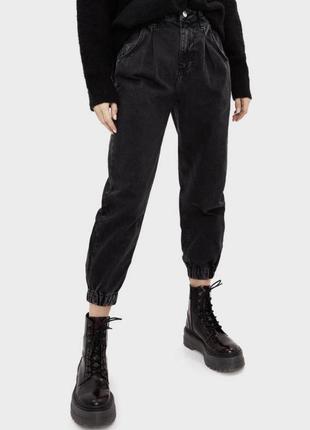 Джинси модні 2020, брюки-джоггеры, крутые черные джинсы.