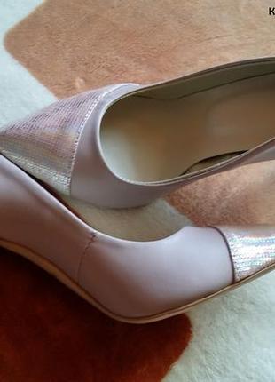Эффектные туфли на шпильке - кожа