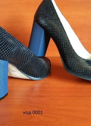 Кожаные туфли на устойчивом каблуке демисезонные