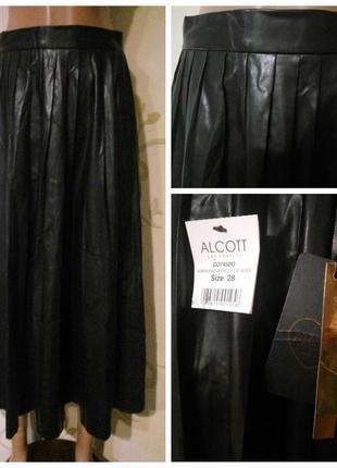 Alcott . Черная плиссированная длинная юбка под кожу.