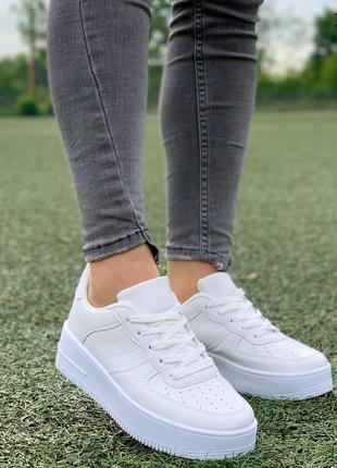 Белые кроссовки, криперы