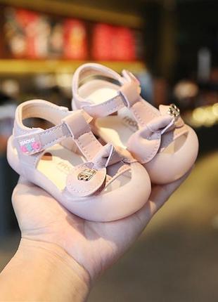 Очень милые босоножки  для малышек