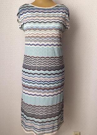 Элегантное трикотажное платье в стиле missoni от бренда esprit...