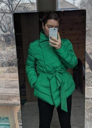 Красивое ассиметричное пальто изумрудного цвета