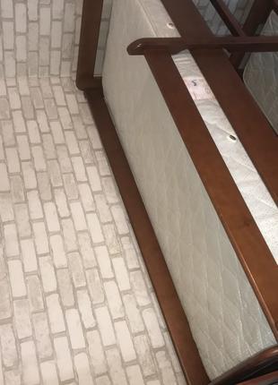Двухъярусная кровать с матрасами