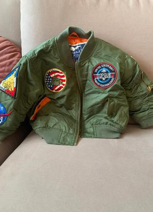 Куртка-бомбер авиатор осенне-весенняя с нашивками