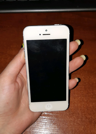Телефон айфон 5 iPhone 5 16GB APPLE
