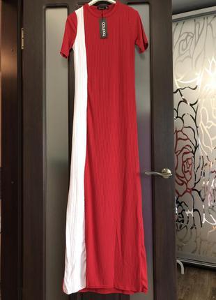 Крутое стильное длинное платье в рубчик boohoo