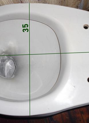 Унитаз очень классный, 13,5 см под бачок, размер 60х35 см