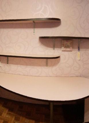 Дизайнерская мебельная стенка, письменный стол, полки, тумба.