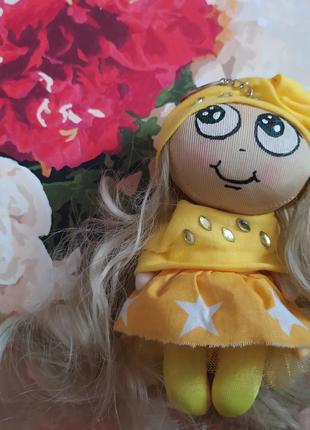 Кукла брелок 16 жёлтая на рюкзак сумку ручная работа