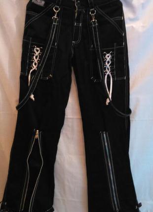 Супер джинсы на подтяжках и с рюшами, рок-атрибутика, готика.p...