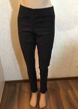 Красивые черные брюки леггинсы
