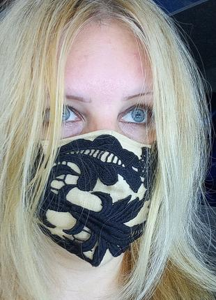 Декоративная кружевная маска (бежевая с черным кружевом)