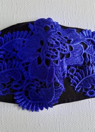 Декоративная защитная кружевная маска (черная с синим кружевом)