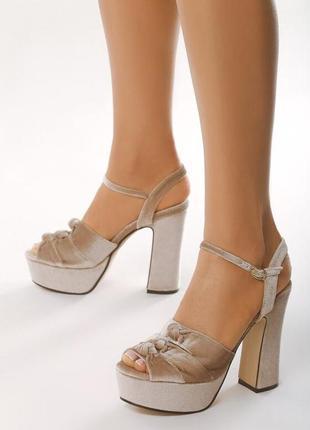 Новые женские бежевые босоножки на высоком каблуке
