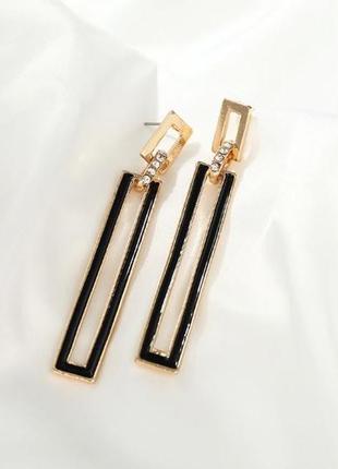 Длинные прямоугольные серьги черные с золотом