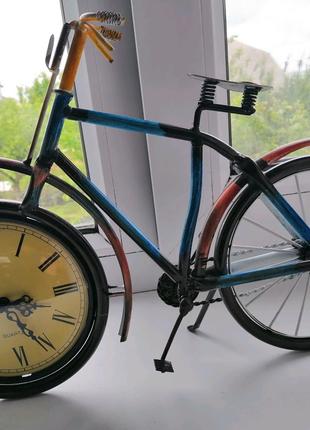 Продам настольные часы - велосипед.