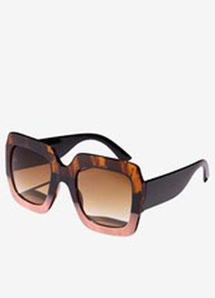 Солнцезащитные очки в двухцветной оправе