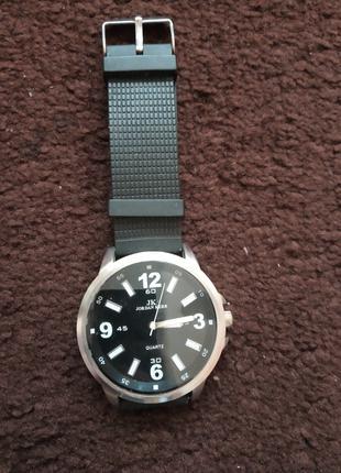 Продам брендовий годинник