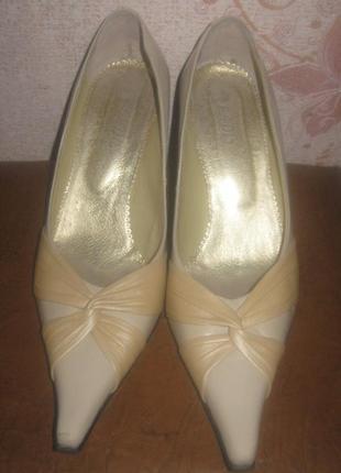 Туфли женские кожа. высокий каблук, суперские. дешево.