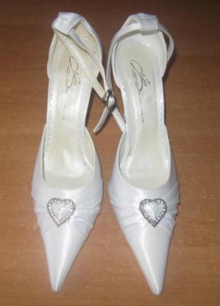 Женские белые туфли, можно как свадебные, 35 р.
