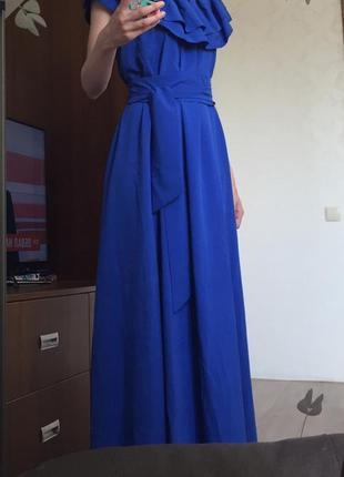 Нарядное платье в пол с рюшами воланами